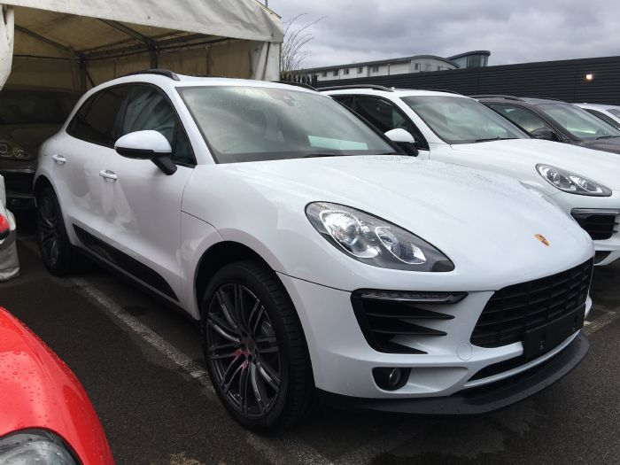 Plain Or Carrera White With Black Wheels Page 2 Porsche Macan Forums