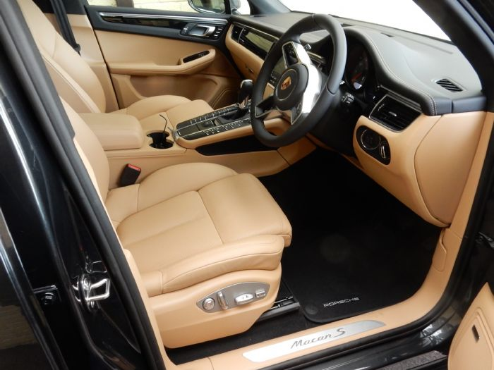 beige black vs full beige porsche macan forums. Black Bedroom Furniture Sets. Home Design Ideas